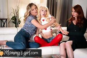 MommysGirl Kenzie Reeves' Step-Mothers Side Involving Light of one's life The brush